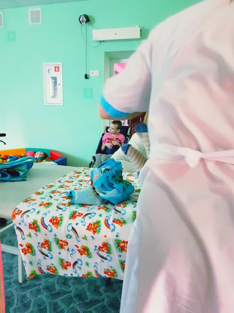 помощь малышам, врачи помогают