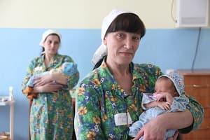 Дети матерей-заключённых, за колючей проволкой