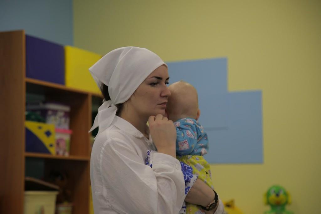 Няня для детей сирот в больнице
